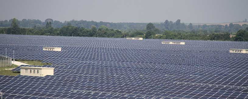 acwapower-wide-shot-of-solar-panels-on-hazy-day-karadzhalavo-bulgaria-2013